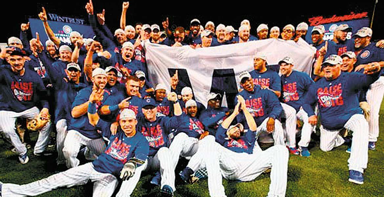 Campeón. Chicago va al clásico de otoño, tras ganar la Liga Nacional 4-2 a Dodgers de Los Ángeles.