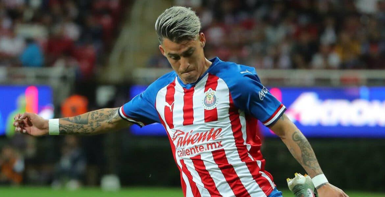 'Chicotazo' le da el triunfo a Chivas en el Clásico Nacional
