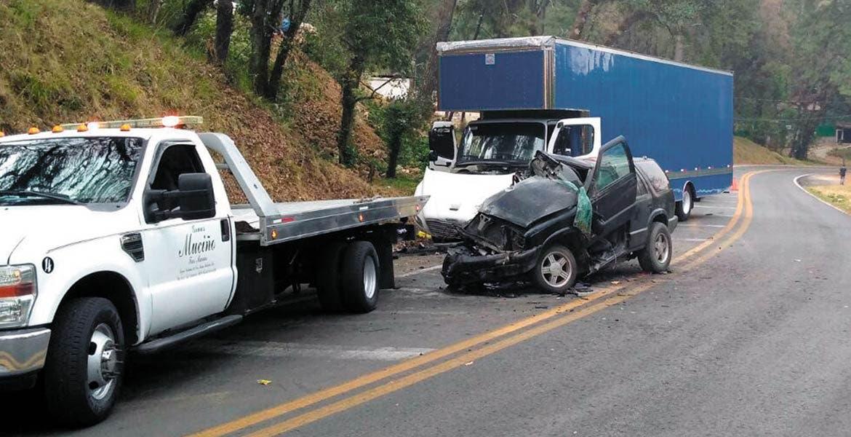 Encontronazo. Una familia quedó lesionada al destrozar su camioneta.