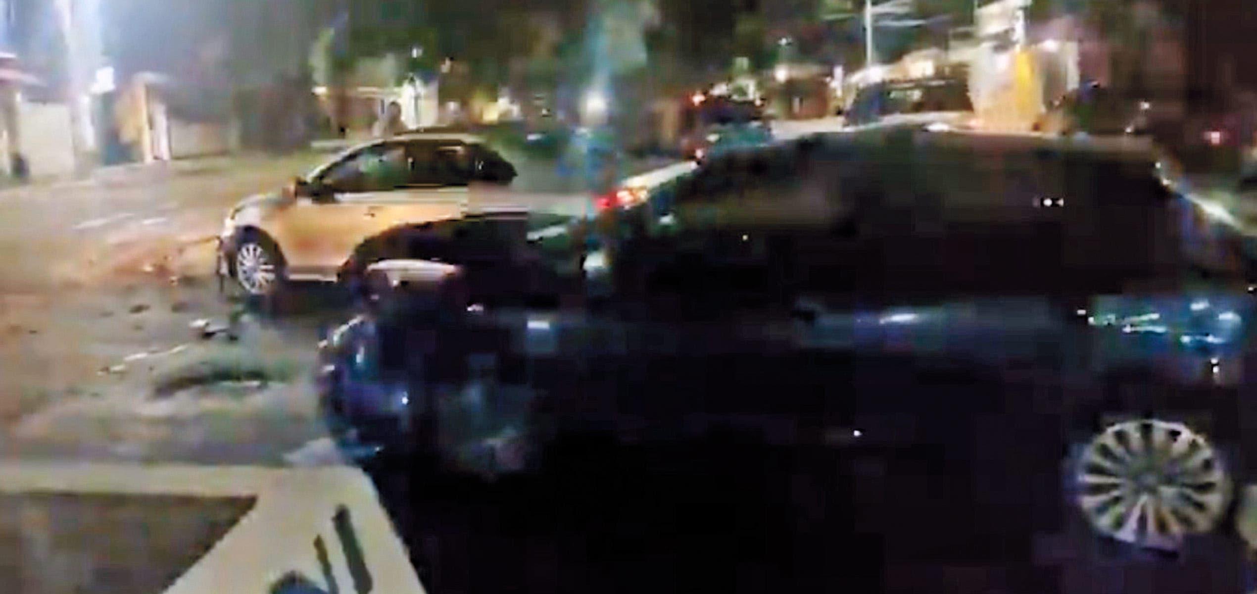 Destrozan sus autos en cruce de Civac
