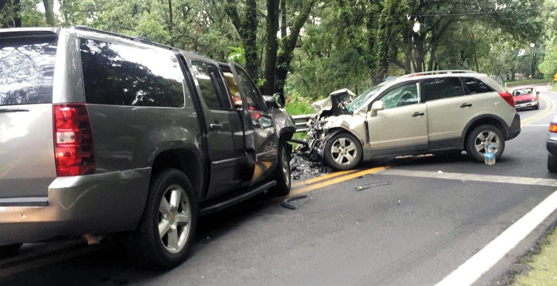 Al hospital. Con lesiones menores resultaron de aparatoso percance en Huitzilac.