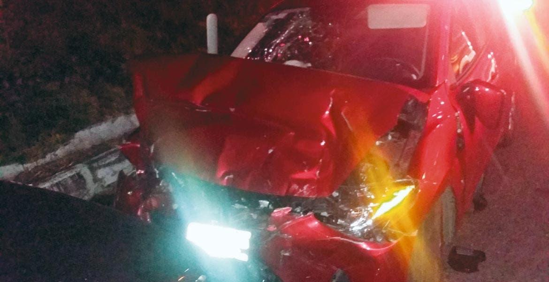 Accidente. Siete personas resultaron lesionadas, luego de que un Mazda fuera impactado de frente por una camioneta que rebasó un auto en La Pera-Tepoztlán.