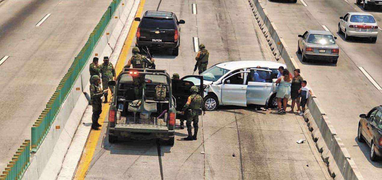 Fotonota: Pierde conductor en carriles centrales del Paso Express
