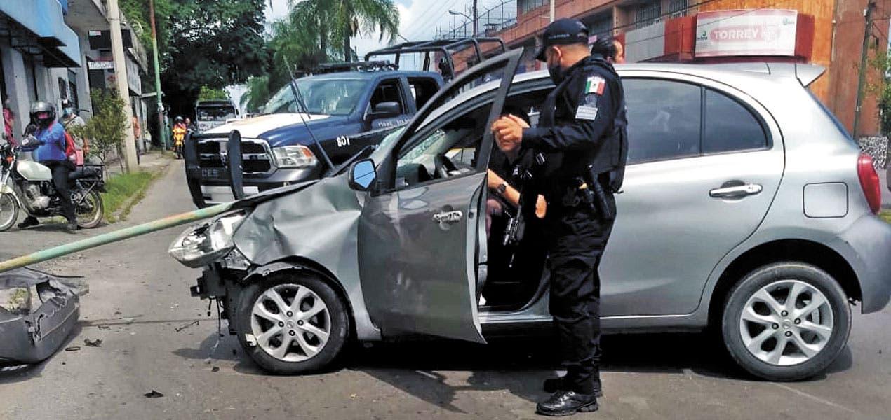 Con graves lesiones resultó motociclista impactado por un auto en Morelos