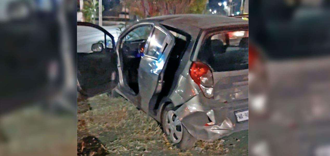 Ocasiona taxista fuerte accidente en Morelos