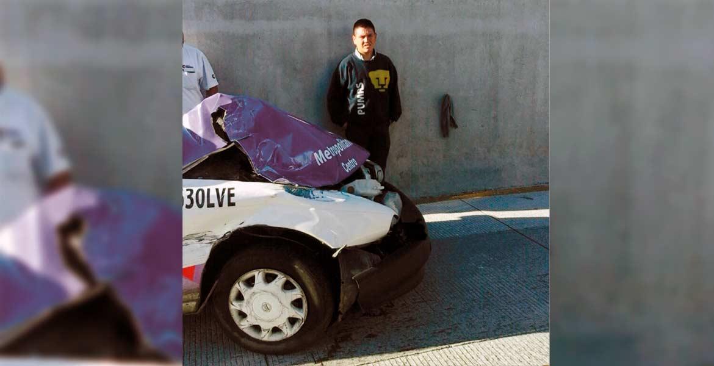 Un taxi de Cuernavaca, Nissan-Tsuru, terminó con el cofre destrozado tras chocar por alcance contra otro auto de alquiler, cuando circulaban por la autopista México-Acapulco, en las obras del Paso Express, a la altura de la colonia Antonio Barona, de Cuernavaca, por lo que elementos de la Policía Federal (PF) División Caminos tomaron conocimiento del percance.