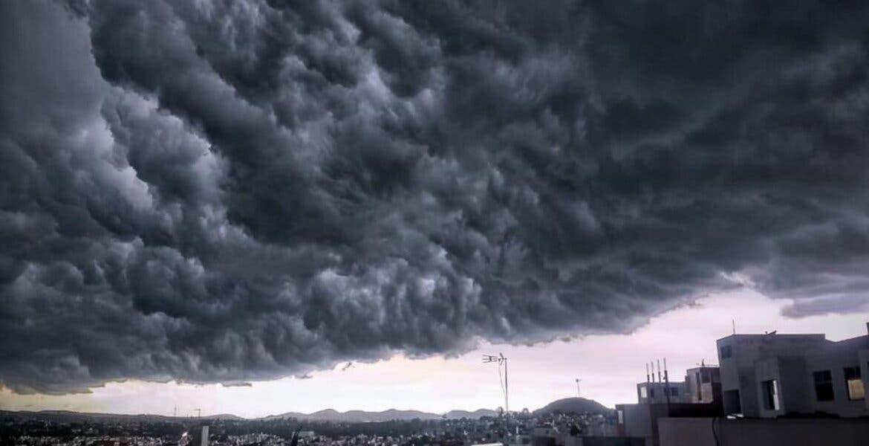 Y de un momento a otro, el cielo en Puebla se volvió negro