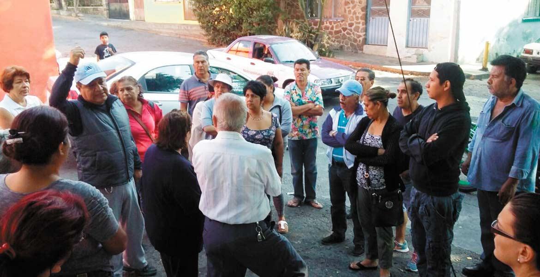 Reclamo. Habitantes de la colonia Teopanzolco cerraron Plan de Ayala, molestos por la falta de agua.