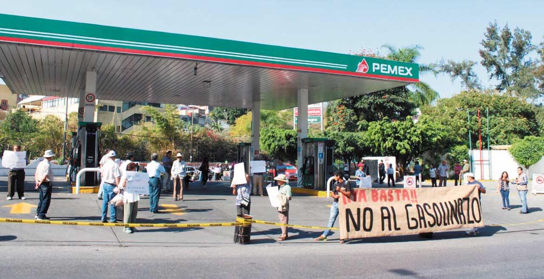 Protesta. La gasolinera ubicada en el circuito Adolfo López Mateos también cerró, luego de que manifestantes la tomaran pacíficamente y se agotara el combustible.