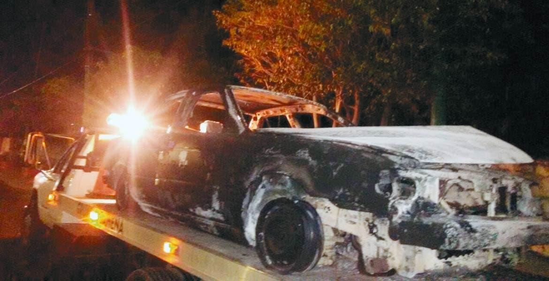 El vehículo. Así quedó un auto Nissan-Tsuru, luego de que fuera quemado a proposito, presuntamente al ser robado y desvalijado.