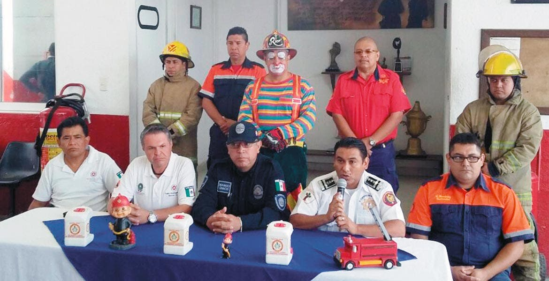 Anuncian. Bomberos de Cuernavaca buscan recaudar 111 mil 900 pesos o más, para equiparse y arreglar sus unidades para poder brindar un mejor servicio.