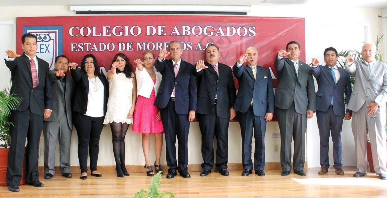 Evento. Integrantes del Colegio de Abogados del Estado de Morelos le tomaron protesta al nuevo presidente de la agrupación Enrique Paredes Sotelo, en sustitución de Pedro Martínez Bello.