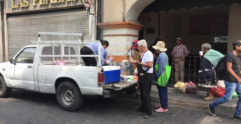 Voluntarios donan comida a trabajadores en Centro de Cuernavaca
