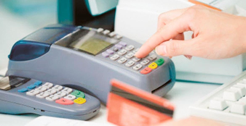 Dominan. Las Terminales Puntos de Venta ya son muy comunes en los negocios, losprefieren al efectivo.