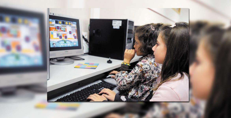 Alerta. Invitan a vigilar el número de horas en que los niños hacen uso de los dispositivos.