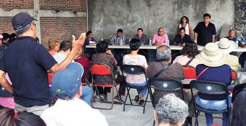 Plática. Los comuneros, el alcalde José Manuel Agüero, representantes de la Comisión Estatal del Agua y de los sistemas de agua potable estuvieron en una mesa de trabajo que duró varias horas