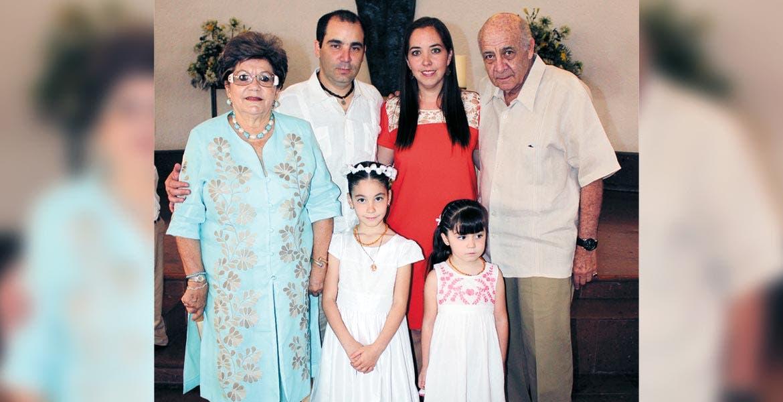 Hazael Monter, hijo, Tamara López, Hazael, padre, Pita, Alexa y Sofía Monter.