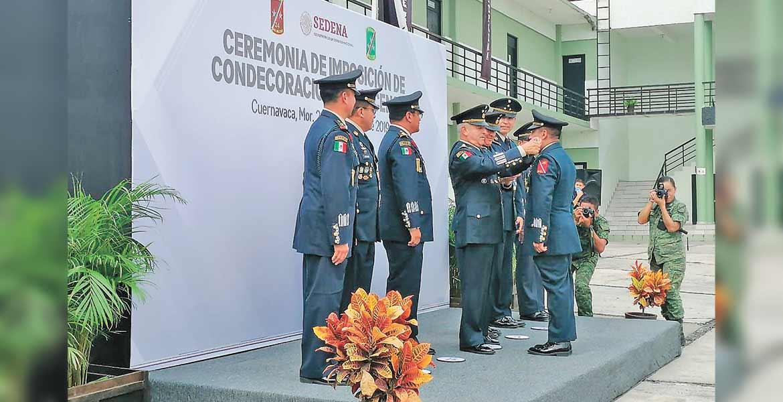 Condecoran y ascienden a oficiales y jefes en la 24/a. Zona Militar