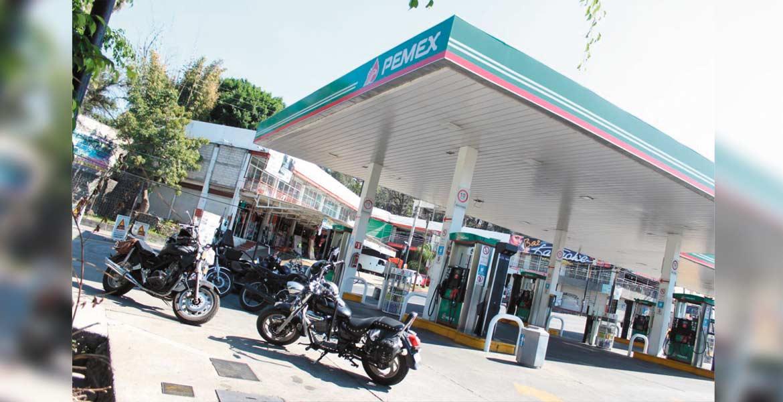 Bloqueo. La mañana de ayer, motociclistas cerraron la gasolinería del DIF, dentro de la jornada de manifestaciones por el alza del combustible.