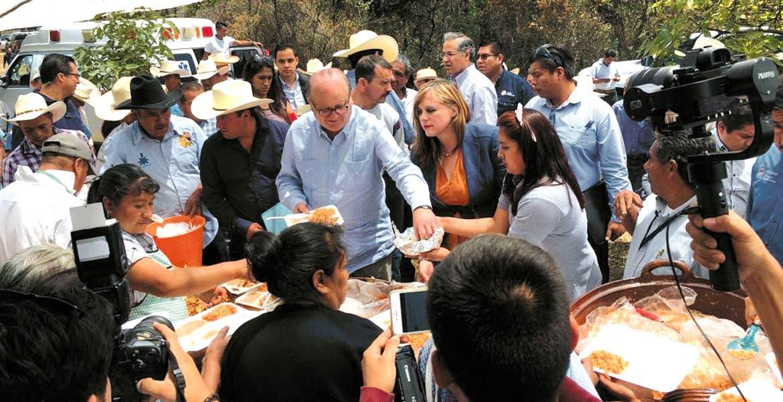 Comelitón. Productores de los Altos de Morelos fueron los anfitriones del Gobernador Graco Ramírez, secretarios y diputados.