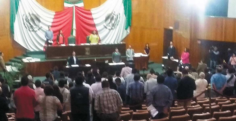 Homenaje. Con un minuto de silencio en recuerdo de los cuatros jóvenes preparatarianos abatidos en Yautepec, inició la sesión legislativa de este martes.