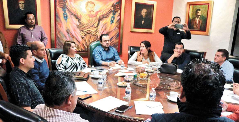 Acuerdo. En la reunión de la Junta Política, se dio a conocer que la próxima semana inician las comparecencias de secretarios para detallar informe.