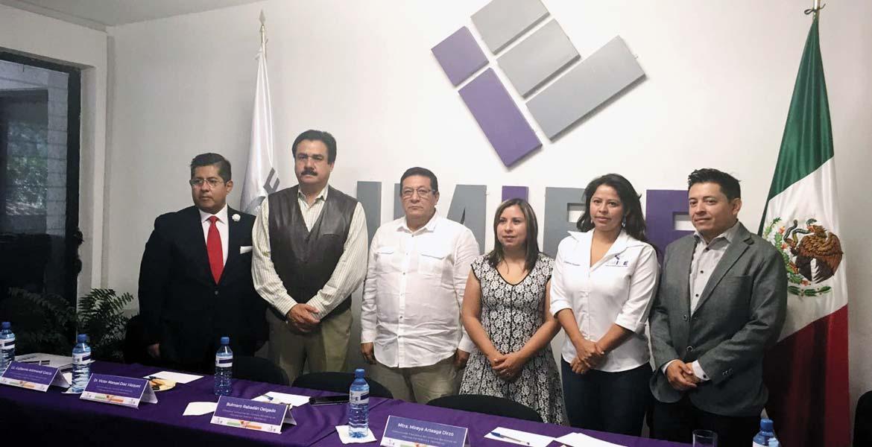 Acto. Mireya Arteaga, presidenta del IMIPE, presentó a dos de los tres consejeros, Eduardo Aguilar y Bulmaro Rabadán, quienes concluirán su cargo honorífico en 2020