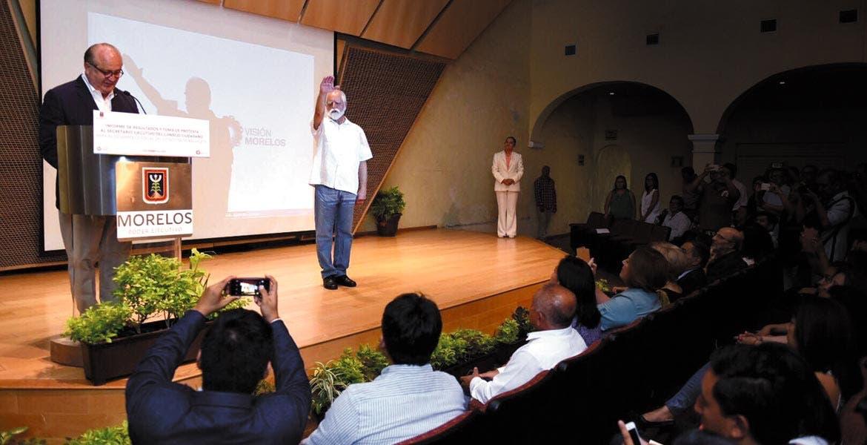 Evento. El Gobernador Graco Ramírez tomó protesta al nuevo secretario ejecutivo del Consejo Ciudadano, Álvaro Urreta Hernández.