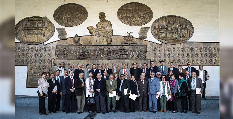 Visita. Consejeros y amigos se tomaron la foto del recuerdo en la Cámara de Diputados, luego de exponer las iniciativas creadas en el seno del Consejo Cívico Ciudadano.