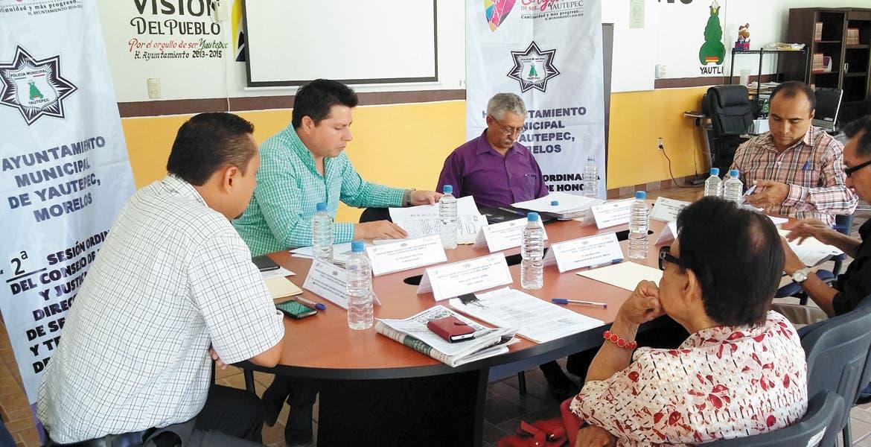 Reunión. El consejo de Honor y Justicia de Yautepec analiza la situación de un policía que reprobó los exámenes de control y confianza, el cual podría ser destituido de la corporación en los próximos días.