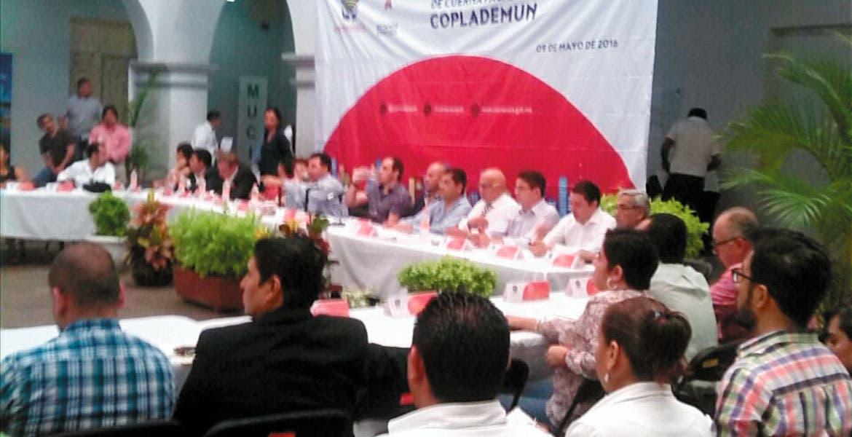 Reunión. Con el comitpe de obras presente, se dieron a conocer públicamente los recursos y el número de obras, dentro de la sesión del Coplademun.