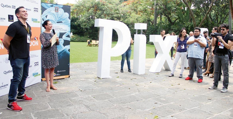 Arranca. Brenda Valderrama, titular de SICyT, y José Iñesta, director de Pixelatlt, inaugura Bootcamp, con creativos de México, Chile, Costa Rica, Ecuador, Brasil y Perú