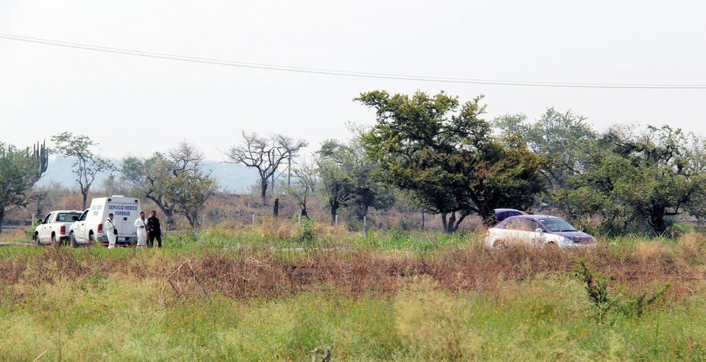 El crimen. El taxista Bernardo Leyva Peralta fue ultimado a puñaladas, degollado y abandonado a unos metros de su taxi, en uno de los campos de cultivo del poblado de Tepetzingo, en Emiliano Zapata, en donde lo halló un campesino.