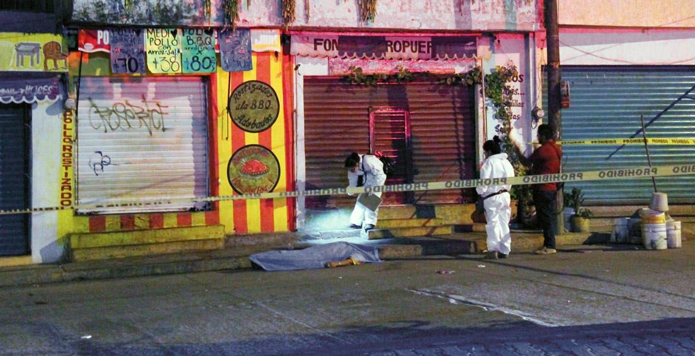 El crimen. Esteban fue asesinado de dos balazos tras resistirse a ser asaltado por dos sujetos, cuando caminaba por la colonia unidad Morelos, en Xochitepec.