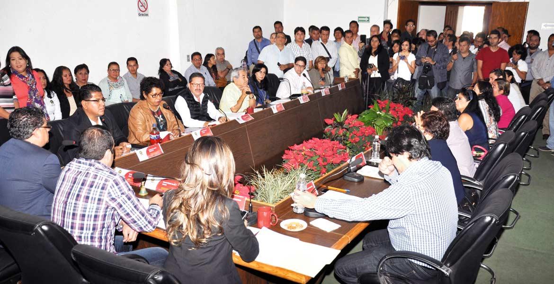 Reconocen. En sesión de Cabildo, encabezada por el alcalde, se aprobó por unanimidad el acuerdo para otorgar la jubilación y pensión por cesantía a 14 empleados.