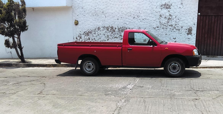 Recuperada. Esta camioneta había sido hurtada también por los delincuentes, pero la dejaron abandonada en la calle Clavel, de la colonia Bugambilias, en Jiutepec.