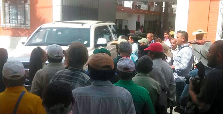 Antecedente. En la última sesión de cabildo hubo roces con ciudadanos que protestaron afuera de la sede municipal.