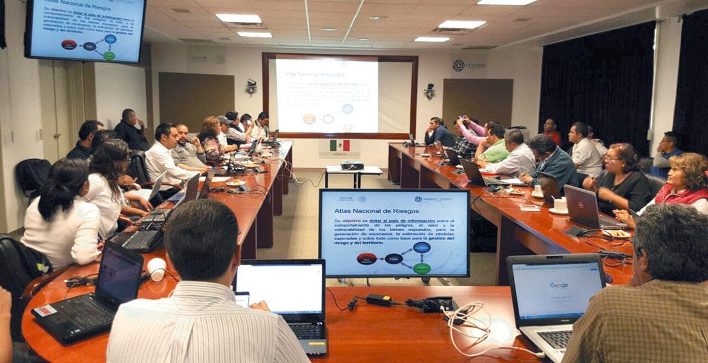 Capacitan. Veintiún directores municipales de Protección Civil acudieron a cursos para identificar riesgos y responder de inmediato.