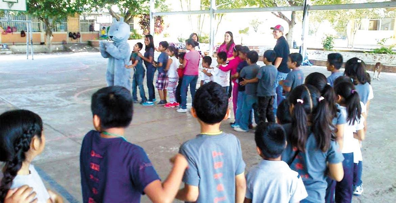 Acciones. Mediante pláticas, la Dirección de Prevención del Delito de Temixco concientiza a menores de primaria y secundaria sobre acoso escolar y adicciones.