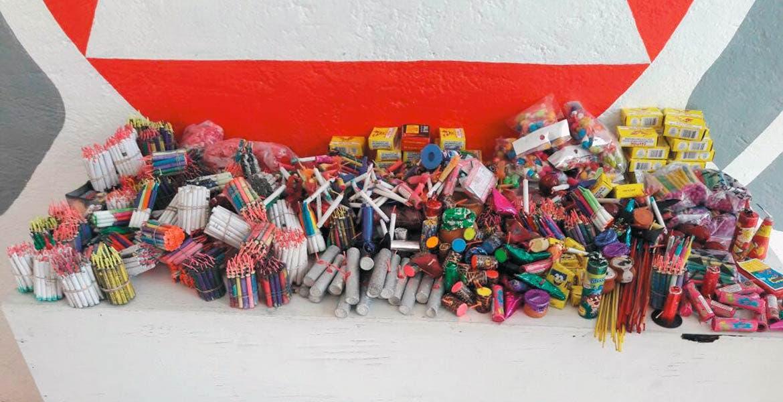 Aseguran. Veinte kilos de cohetes de los denominados cañones, chifladores, hulks, palomas, entre otros, fueron decomisados en un operativo en el 'Puente del Dragón'.