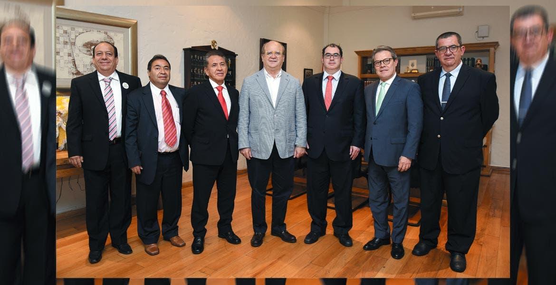 Salud. El Gobernador Graco Ramírez dio la bienvenida al delegado del IMSS (a su derecha), Manuel Vázquez Zárate, y refrendó su apoyo.