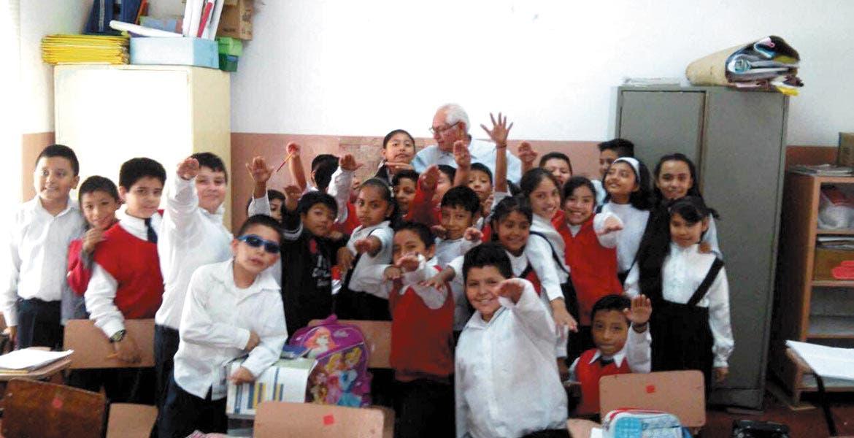 Pláticas. Alumnos de primaria reciben información contra el dengue.