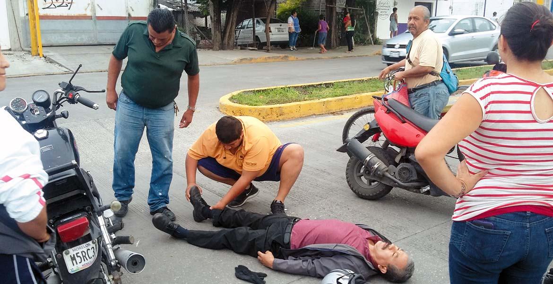 Accidente. Un señor resultó lesionado al ser impactado por una camioneta guiada por una mujer, luego de que se brincara un tope en la esquina de las avenidas Circunvalación y Anenecuilco, en Cuautla.