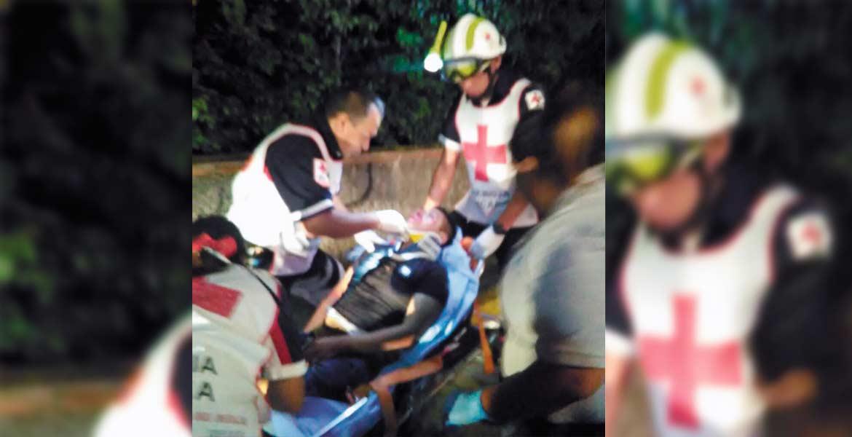 Atención. Un joven resultó lesionado al derrapar en su moto en Atlacomulco.