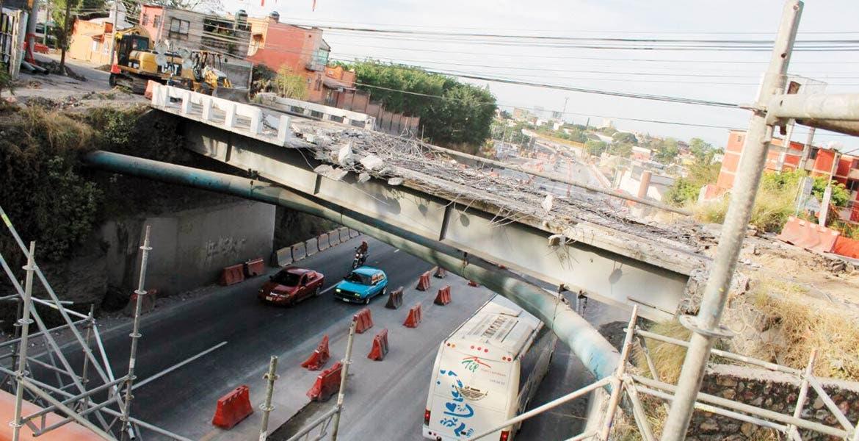 Obras. Los trabajos de remoción del Puente Palmira iniciaron alrededor de la 1 de la mañana de ayer, y aseguran terminarán en 3 días.