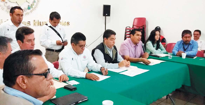 Acuerdos. Ayer autoridades de Protección Civil Estatal se reunieron con las direcciones municipales para coordinar esfuerzos en materia de prevención por la temporada de lluvias.