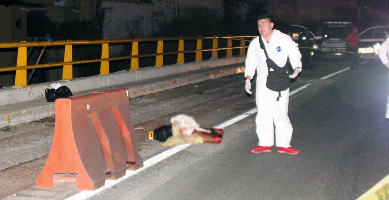 Diligencias. Un torso, piernas y brazos de un hombre descuartizado, fueron hallados en la autopista México-Acapulco, cerca de Tabachines.