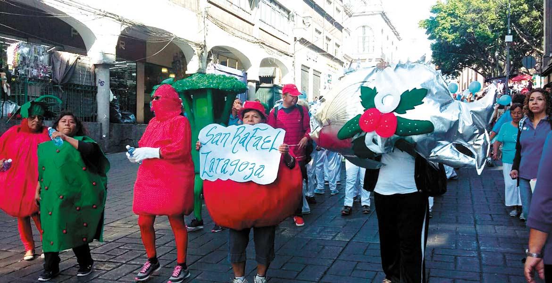 Desfile. En Cuernavaca, ciudadanos desfilaron para concientizar sobre la importancia de llevar estilo de vida saludable contra la diabetes. Con botargas y cartulinas invitaron a cuidarse.