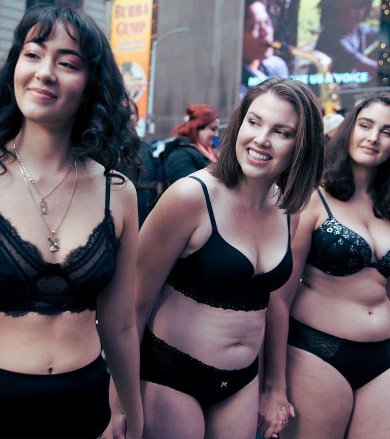 Modelos de talla grande alborotan Nueva York en protesta (FOTOS)