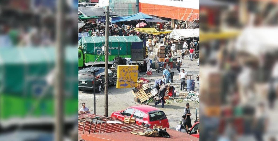 Reordenamiento. La administración del Mercado López Mateos anuncia ajuste de horarios para proveedores, a fin de evitar la saturación vehicular en la zona.